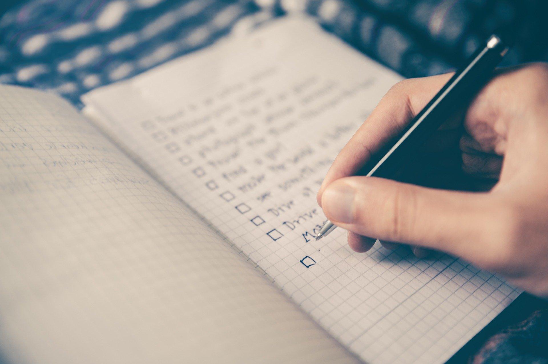 Ziele vs. Vorsätze: Wieso nur eines davon dich wirklich voranbringt